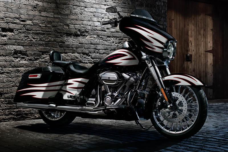 2017 Harley-Davidson Street Glide Base at Destination Harley-Davidson®, Tacoma, WA 98424