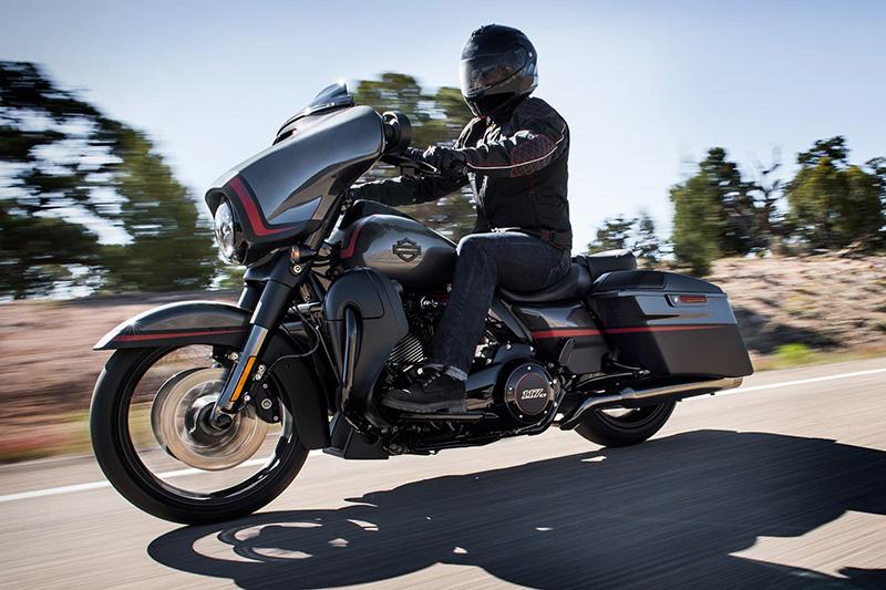 2018 Harley-Davidson Street Glide CVO Street Glide at Stutsman Harley-Davidson, Jamestown, ND 58401