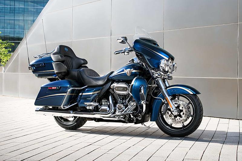 2018 Harley-Davidson Electra Glide CVO Limited at Riders Harley-Davidson®, Trussville, AL 35173