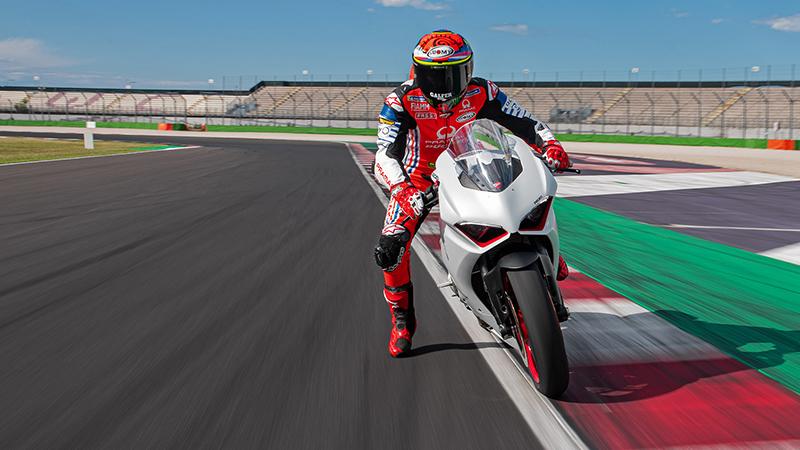 2021 Ducati Panigale V2 at Eurosport Cycle