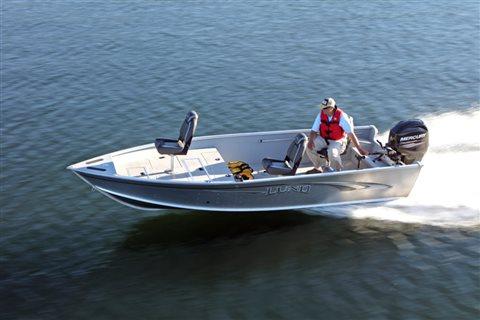 Outfitter 1750 at Pharo Marine, Waunakee, WI 53597