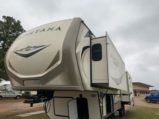 2019 Keystone Montana 3721RL Rear Living at Campers RV Center, Shreveport, LA 71129