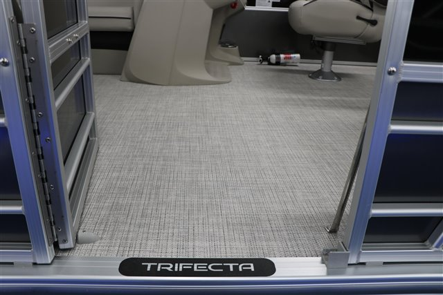 2021 Trifecta LE-Series 22RF LE at Jerry Whittle Boats