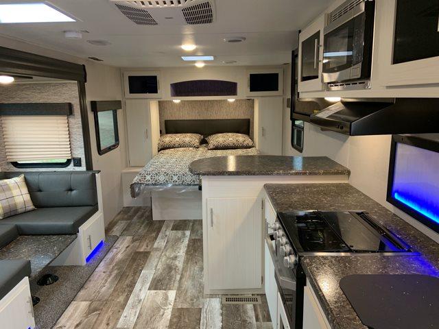 2019 Venture Stratus231VRB Rear Bath at Campers RV Center, Shreveport, LA 71129