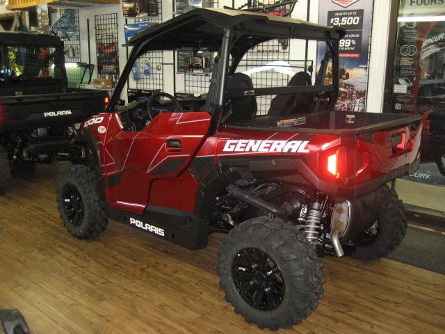 2020 Polaris General Deluxe Ride Command-Sunset Red at Fort Fremont Marine