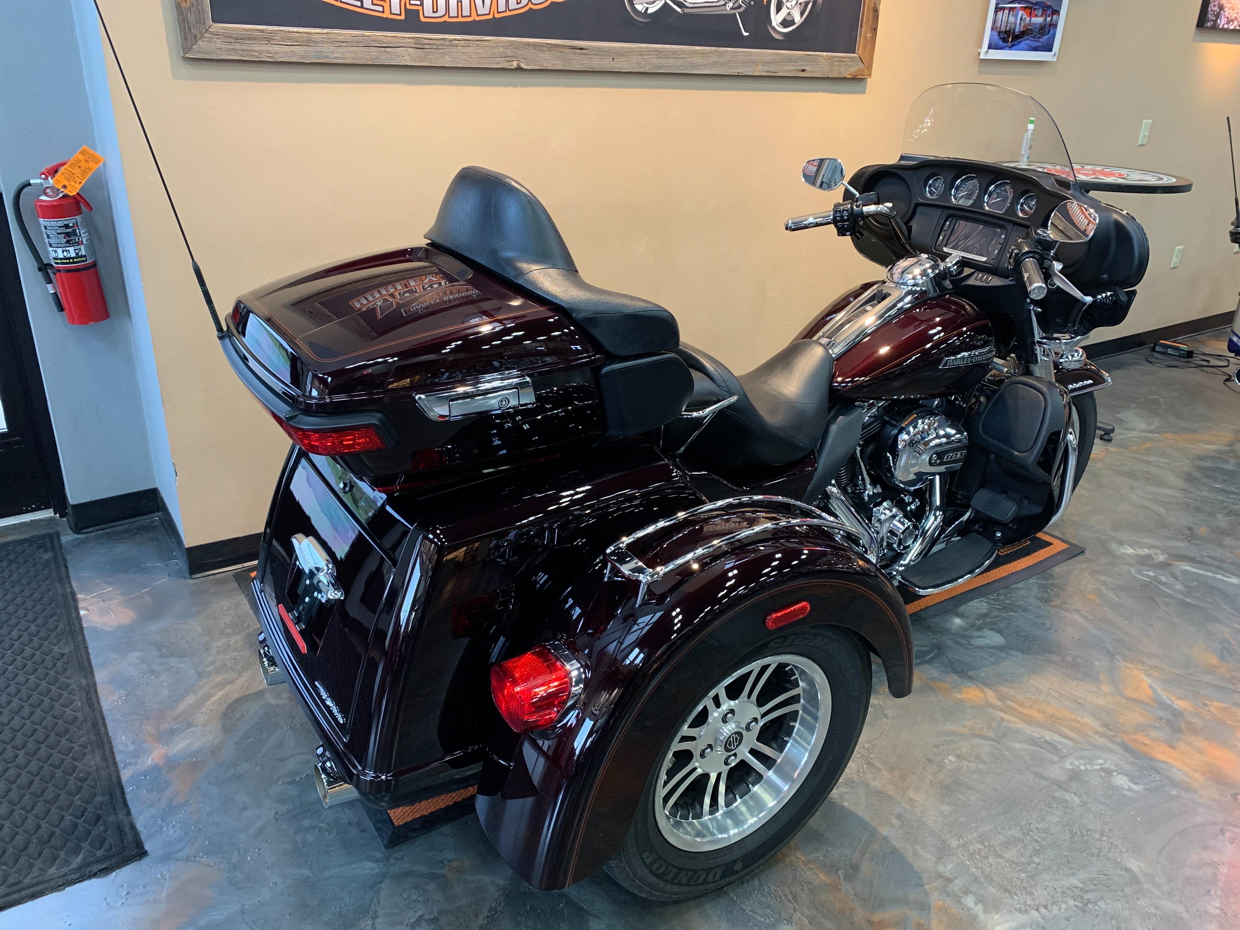 2014 Harley-Davidson Trike Tri Glide Ultra at Vandervest Harley-Davidson, Green Bay, WI 54303