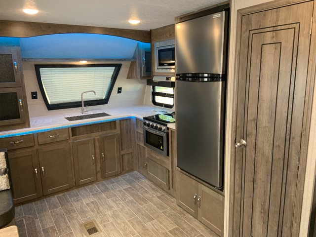 2019 Palomino Puma 31FKRK Front Kitchen at Campers RV Center, Shreveport, LA 71129