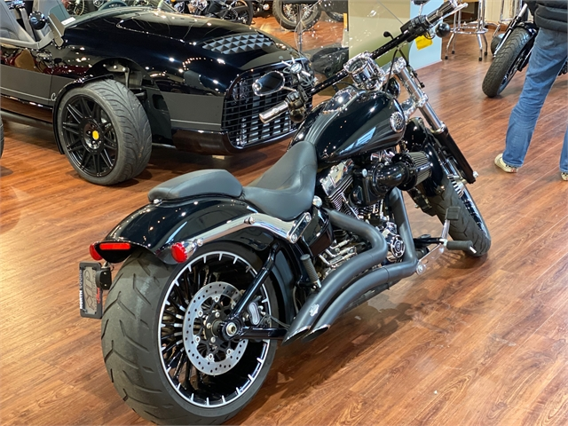 2017 Harley-Davidson Softail Breakout at Lynnwood Motoplex, Lynnwood, WA 98037