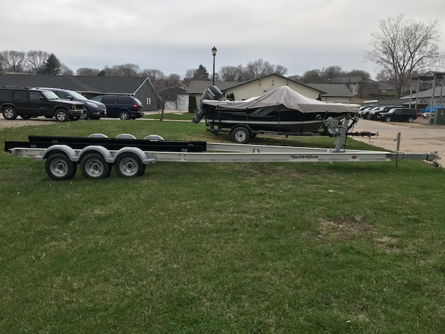 2007 Yacht Club Trailer at Boat Farm, Hinton, IA 51024