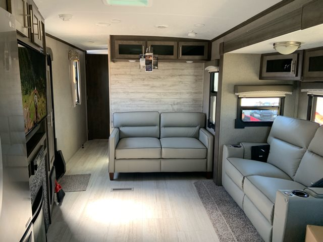2019 Forest River Rockwood Signature Ultra Lite 8335BS Front Kitchen at Campers RV Center, Shreveport, LA 71129