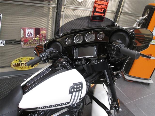 2018 Harley-Davidson Street Glide Special at Hunter's Moon Harley-Davidson®, Lafayette, IN 47905