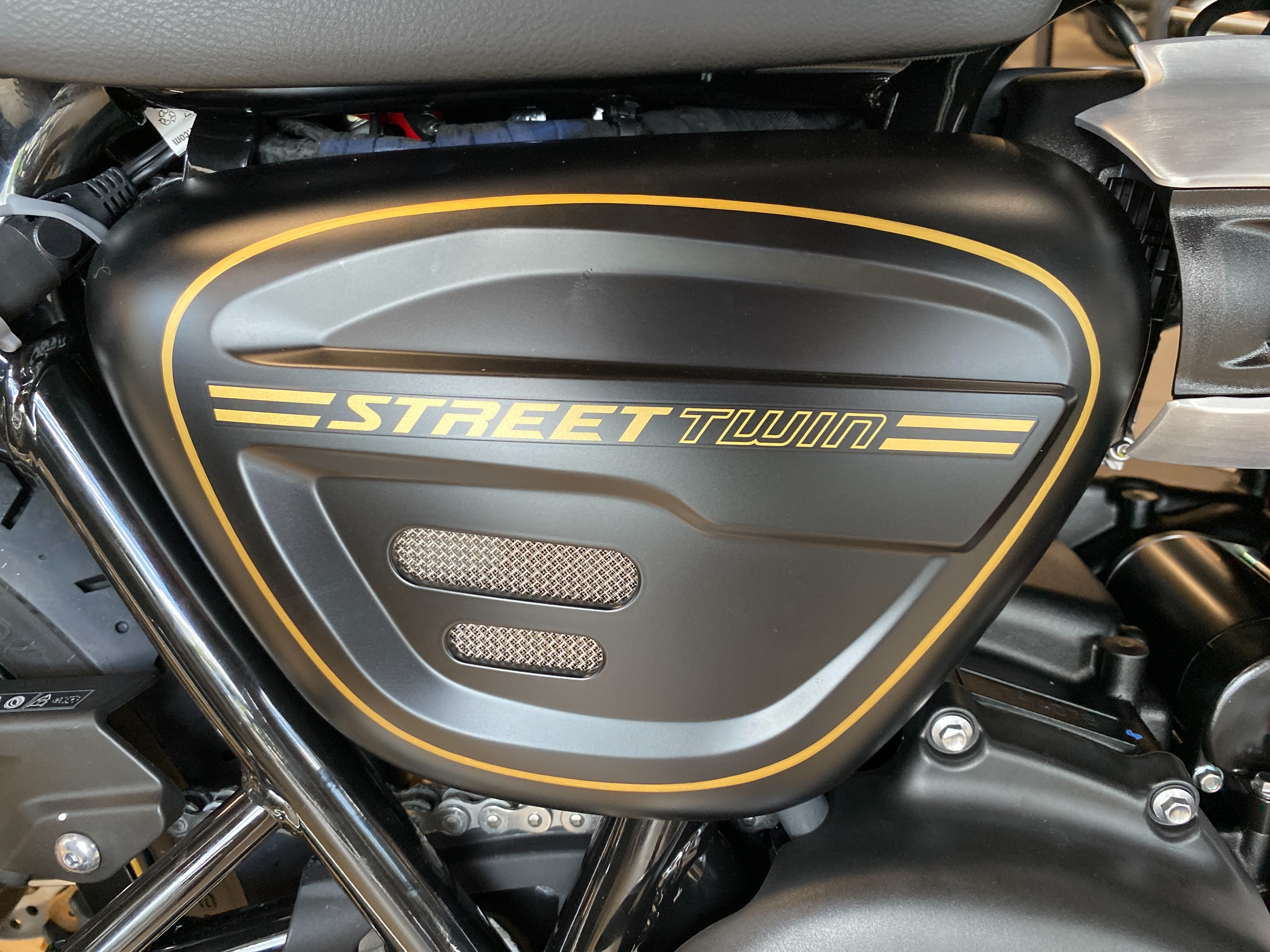 2022 Triumph Street Twin Gold Line at Frontline Eurosports