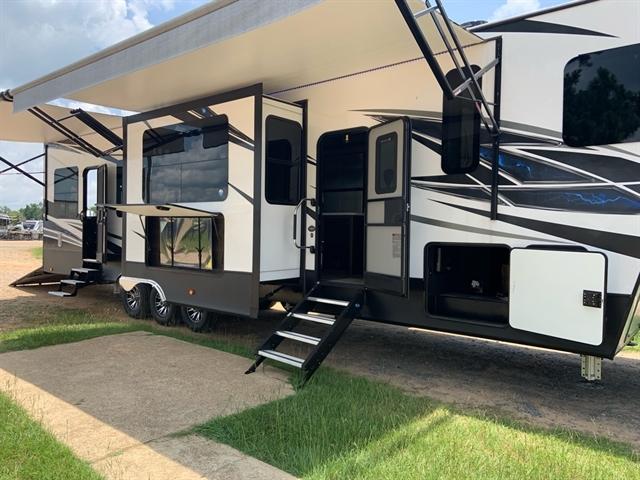 2020 Dutchmen Voltage V3915 at Campers RV Center, Shreveport, LA 71129
