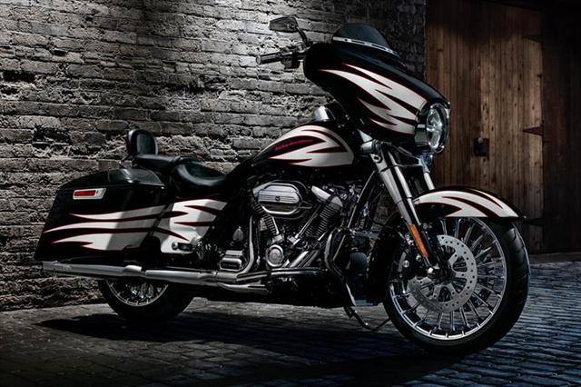 2017 Harley-Davidson Street Glide Base at Bumpus H-D of Memphis