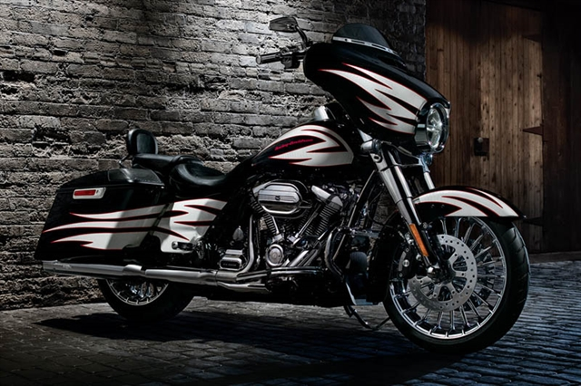 2017 Harley-Davidson Street Glide Base at Bumpus H-D of Memphis