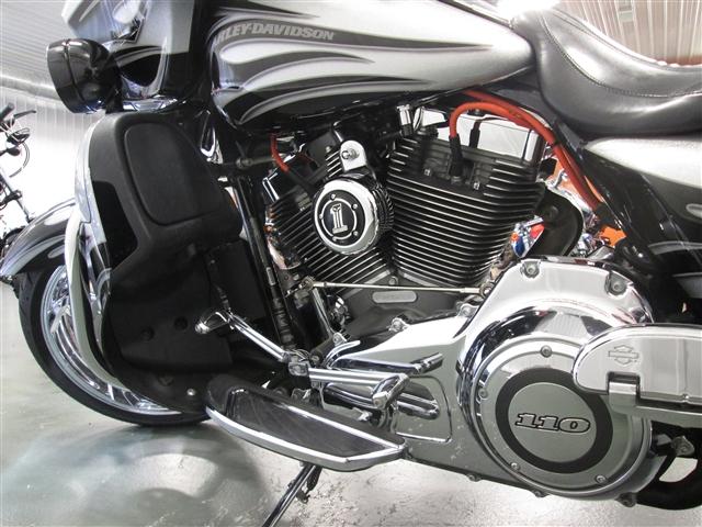 2015 Harley-Davidson Street Glide CVO Street Glide at Hunter's Moon Harley-Davidson®, Lafayette, IN 47905