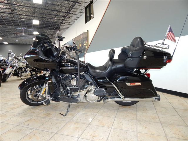 2016 Harley-Davidson Road Glide Ultra at Destination Harley-Davidson®, Tacoma, WA 98424