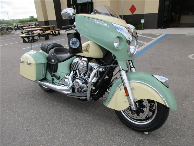 2019 Indian Chieftain Classic Icon Willow Green / Cream at Stu's Motorcycles, Fort Myers, FL 33912