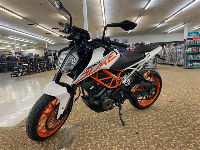 2018 KTM Duke 390 at Columbia Powersports Supercenter