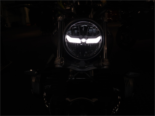 2021 BMW R9T SCRAMBLER at Frontline Eurosports