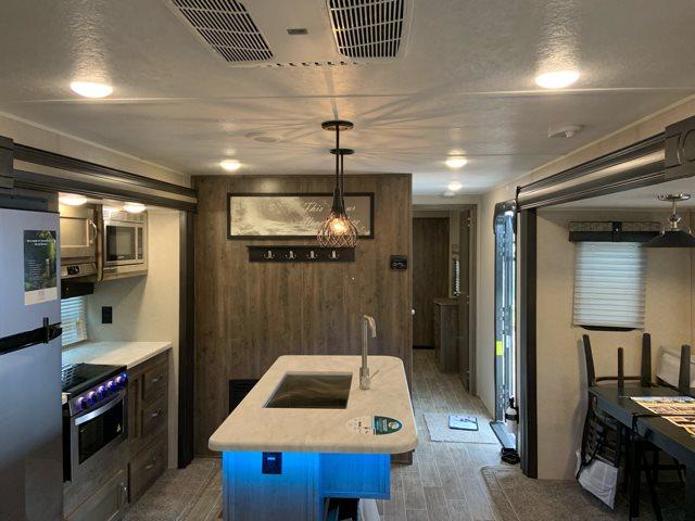 2019 Palomino Puma 31RLQS Rear Living at Campers RV Center, Shreveport, LA 71129