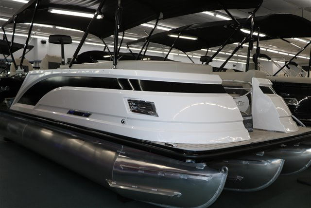 2021 Silver Wave SW5 RLP 2210 at Jerry Whittle Boats