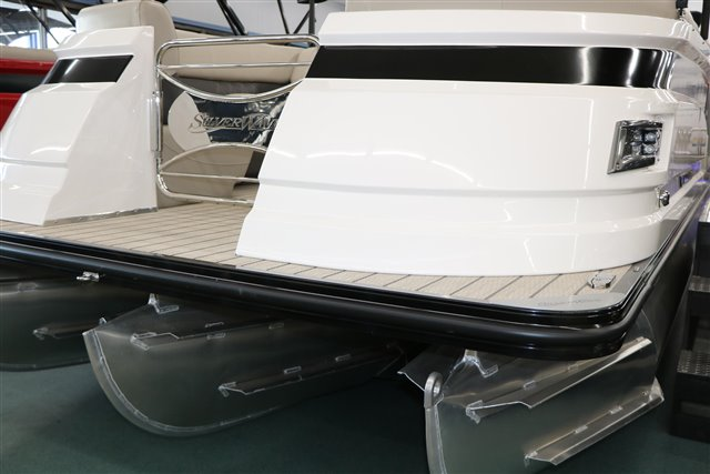 2022 Silver Wave SW5 RLP 2210 at Jerry Whittle Boats