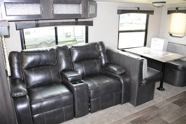 2019 Palomino Puma 30RLIS Rear Living at Campers RV Center, Shreveport, LA 71129
