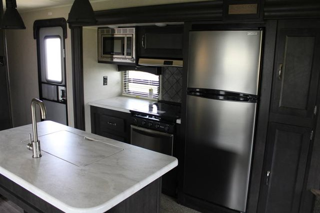 2019 Palomino Puma 30RLIS Rear Living at Campers RV Center, Shreveport, LA 71129