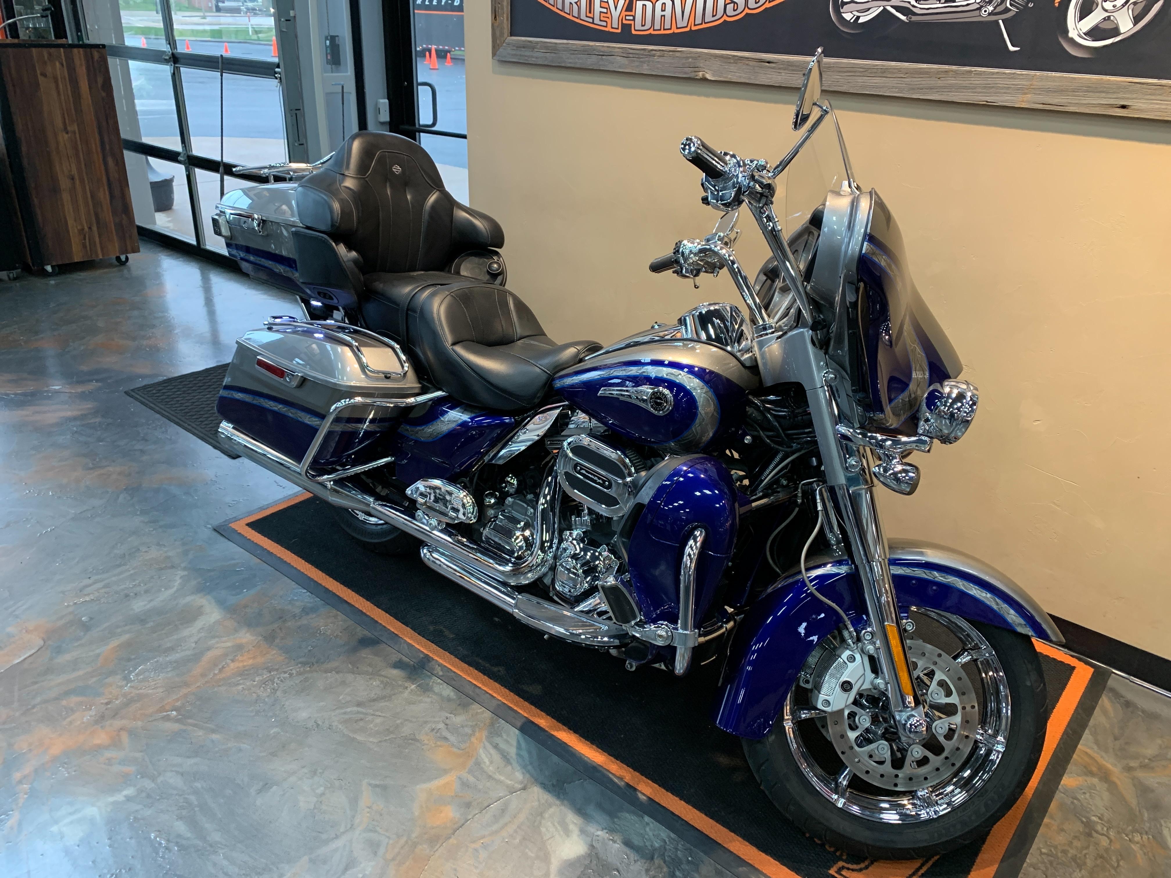 2016 Harley-Davidson Electra Glide CVO Limited at Vandervest Harley-Davidson, Green Bay, WI 54303