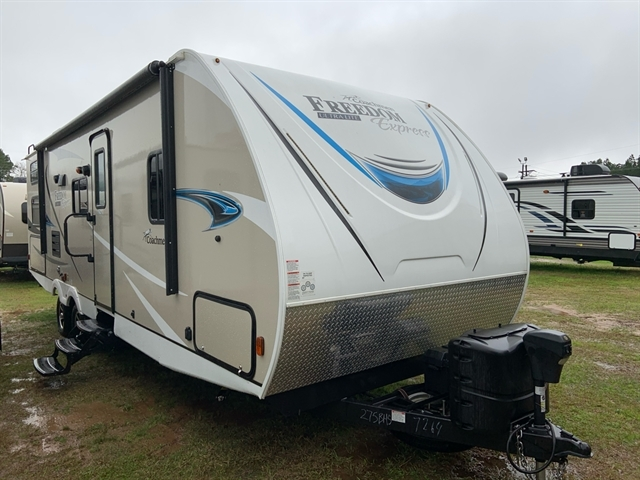 2019 Coachmen Freedom Express Ultra Lite at Campers RV Center, Shreveport, LA 71129