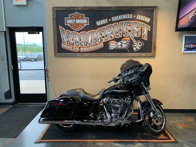2018 Harley-Davidson Street Glide Base at Vandervest Harley-Davidson, Green Bay, WI 54303