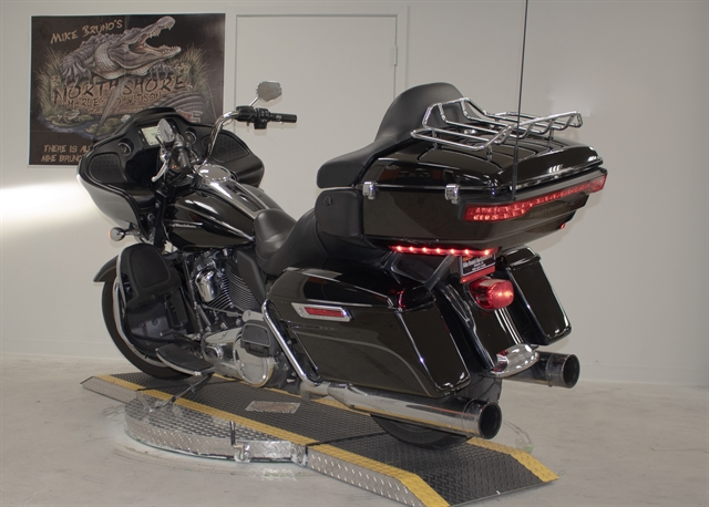 2017 Harley-Davidson Road Glide Ultra at Mike Bruno's Northshore Harley-Davidson