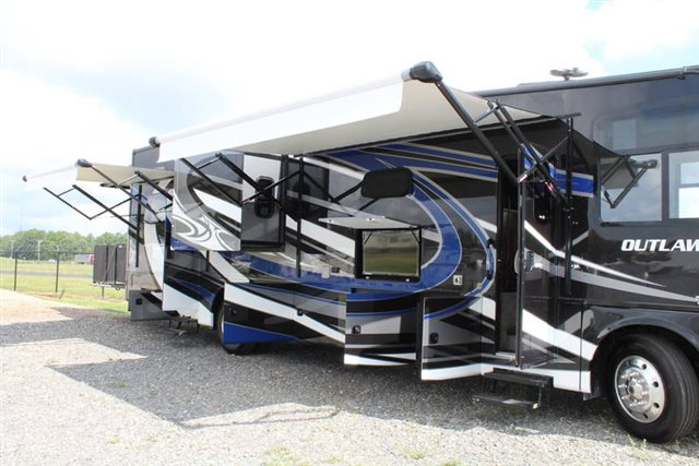 2019 thor motor coach outlaw class a 37rb toy hauler campers rv center. Black Bedroom Furniture Sets. Home Design Ideas