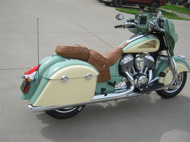 2019 Indian Motorcycle Chieftain Classic Icon Series at Brenny's Motorcycle Clinic, Bettendorf, IA 52722