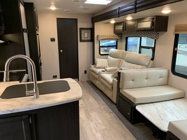 2019 Venture SportTrek271VMB Rear Bath at Campers RV Center, Shreveport, LA 71129