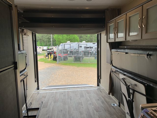 2020 Palomino Puma XLE 25TFC Toy Hauler at Campers RV Center, Shreveport, LA 71129