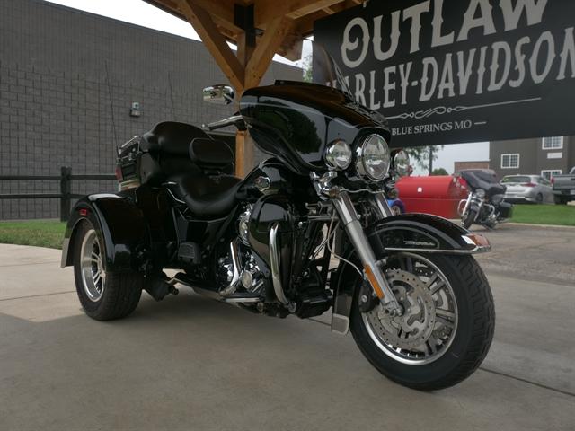 2011 Harley-Davidson FLHTCUTG at Outlaw Harley-Davidson