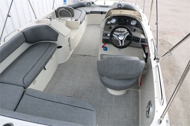 2020 Stingray 212SC at Jerry Whittle Boats