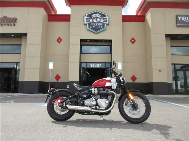 2018 Triumph Bonneville Bobber Cranberry Red / Silver at Stu's Motorcycles, Fort Myers, FL 33912