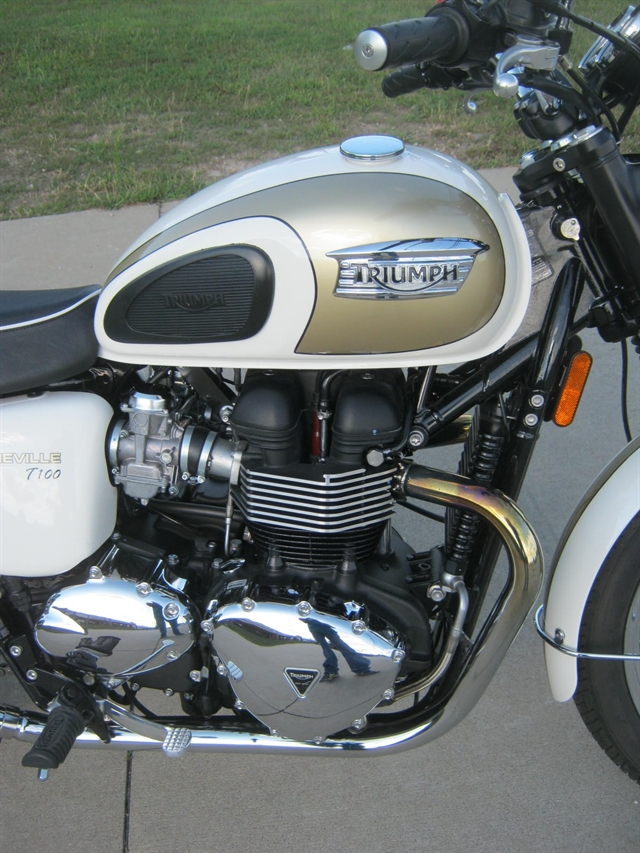 2016 Triumph Bonneville T100 at Brenny's Motorcycle Clinic, Bettendorf, IA 52722