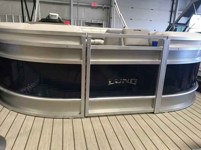 2018 Lund LX220 Pontoon at Pharo Marine, Waunakee, WI 53597