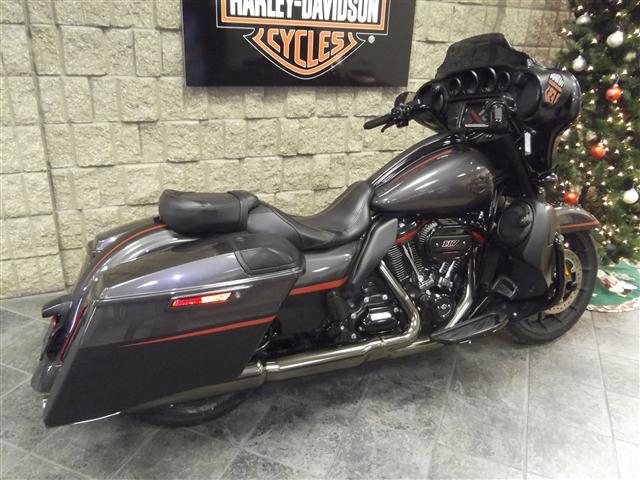 2018 Harley-Davidson Street Glide CVO Street Glide at Waukon Harley-Davidson, Waukon, IA 52172