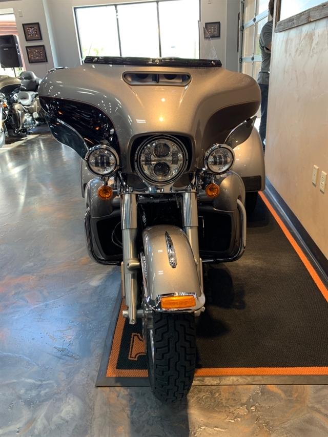 2017 Harley-Davidson Trike Tri Glide Ultra at Vandervest Harley-Davidson, Green Bay, WI 54303