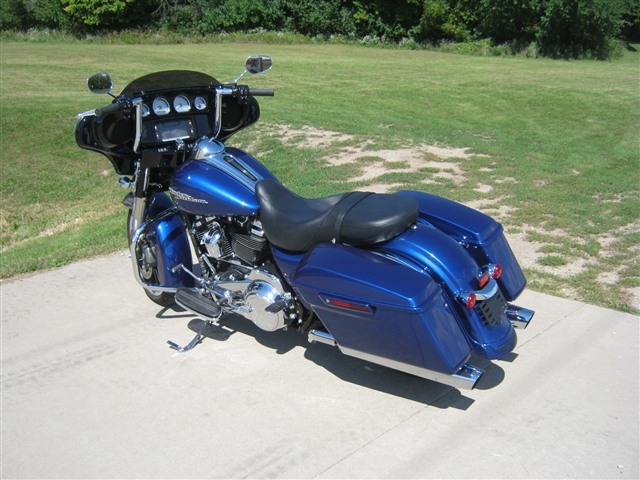 2017 Harley-Davidson FLHXS Street Glide S at Brenny's Motorcycle Clinic, Bettendorf, IA 52722