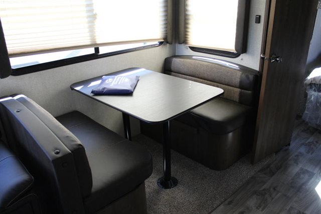 2019 Keystone RV Cougar Half-Ton 26RKS Rear Kitchen at Campers RV Center, Shreveport, LA 71129