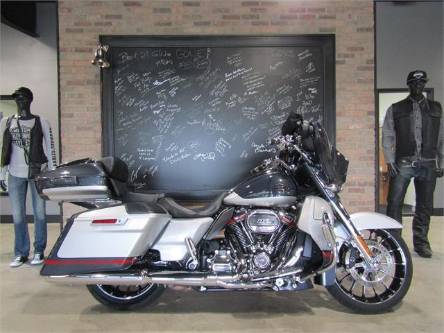 2019 Harley-Davidson Street Glide CVO Street Glide at Cox's Double Eagle Harley-Davidson