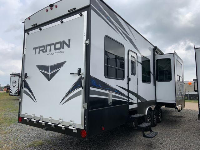 2019 Dutchmen Voltage Triton 3951 Toy Hauler at Campers RV Center, Shreveport, LA 71129
