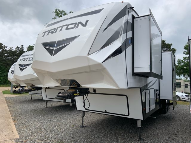 2019 Dutchmen Voltage Triton 3951 Toy Hauler at Campers RV Center, Shreveport, LA 71129