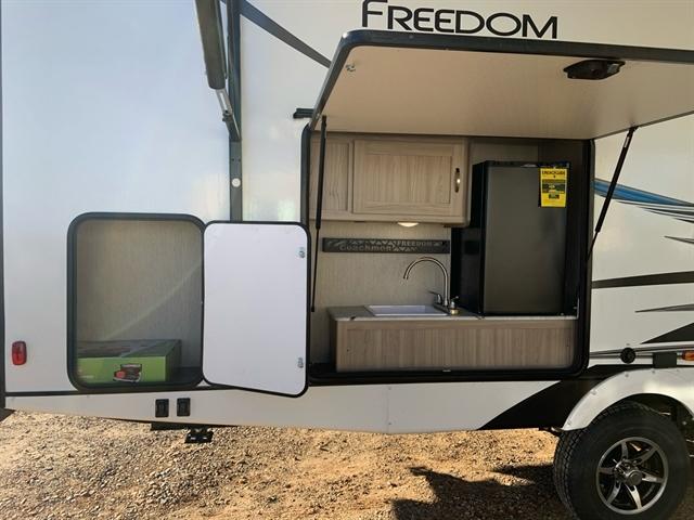 2020 Forest River Coachmen Freedom Express at Campers RV Center, Shreveport, LA 71129